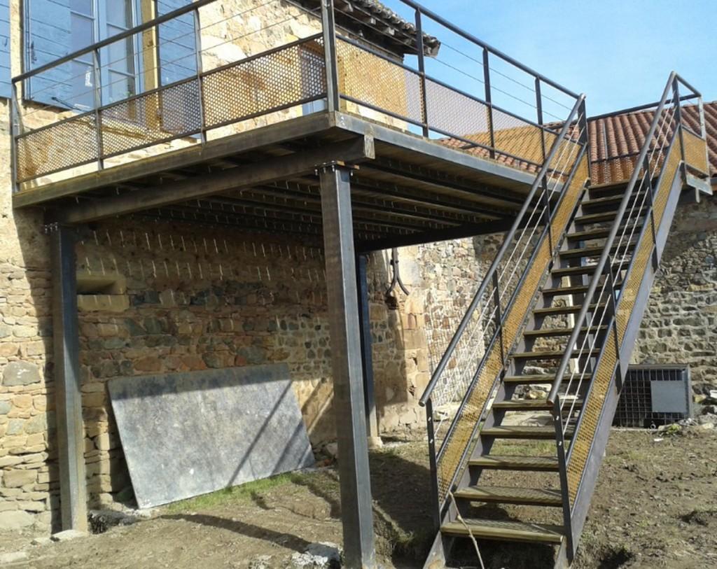 Terrasse escalier plateforme m tallerie serrurerie asmt for Terrasse escalier